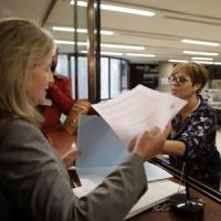 Spagna, Parlamento Catalogna chiede revoca sospensione referendum