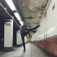 L'ultima frontiera del fitness: lo yoga si sposta nel metrò