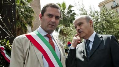 "Il prefetto sospende de Magistris -   video   Lui: ""La sentenza? Salutatemela"""