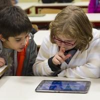 Francia, i professori promuovono gli ebook, uno su tre li usa in classe
