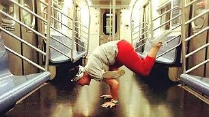 L'ultima frontiera del fitness lo yoga si sposta nel metrò