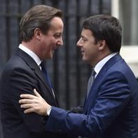 """Renzi si schiera con la Francia che sfora il deficit: """"Sto dalla parte di Hollande"""""""