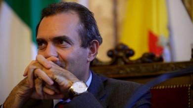 """Notificata la sospensione a De Magistris """"Democrazia malata, rischio regime""""   vd"""