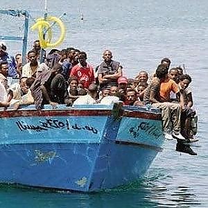 Libia, almeno dieci migranti morti in un naufragio