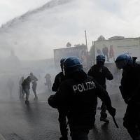 Napoli, tensioni al corteo contro la Bce