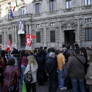 """""""Contratti aziendali per far ripartire il Paese"""".    Renzi sfida i sindacati"""