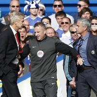 Chelsea-Arsenal ad alta tensione: spintoni tra Wenger e Mourinho