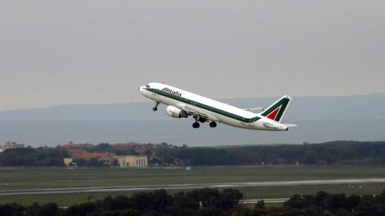 Volando ad altezze maggiori richiede meno carburante perché l'aria fa meno resistenza.