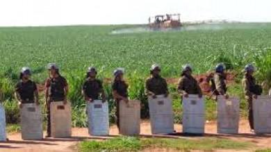 Argentina, laboratorio mondiale  per test di nuove politiche coloniali  Obiettivo: depredare risorse alimentari