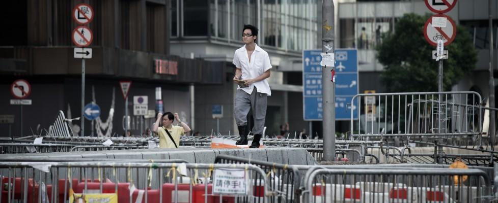 Hong Kong, la protesta rallenta ma non si ferma. Annullato summit dei Nobel sul pianeta