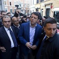 """Renzi: """"Elettori stufi delle sceneggiate"""". Disobbedienti al Senato, resa dei conti nel Pd"""