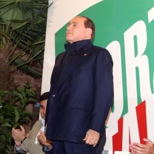 Berlusconi perde onorabilità, Fininvest deve cedere il grosso di Mediolanum
