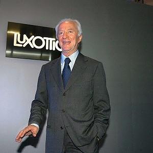 Ribaltone al vertice Luxottica: Cavatorta lascia, sale Vian.  Il titolo crolla