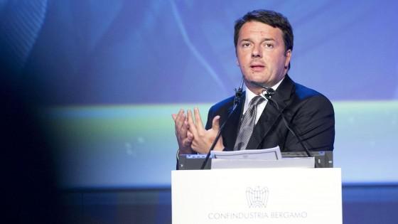 """Renzi a Confindustria: """"Tagliamo Irap e contributi per nuovi assunti"""". Fiom contesta"""