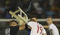 Ultime Notizie: Calcio: Serbia-Albania, rissa e stop. Dal cielo 'piove' drone con bandiera e scritta 'Kosovo libero'