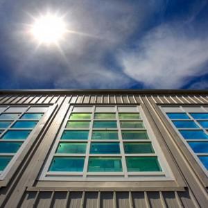 Le finestre del futuro corrente di giorno luce di notte for Case del seminterrato di luce del giorno