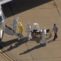 Ebola, polemiche per l'uomo senza tuta anticontaminazione