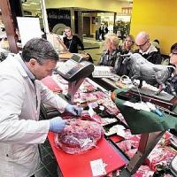 Confcommercio: consumi fermi, giù fiducia a governo