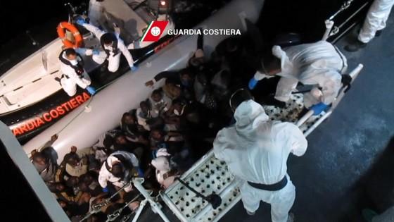 """Migranti, il governo ha deciso: """"Mare Nostrum finirà questo mese"""""""