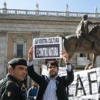 """Nozze gay a Roma, la Cei: """"Inaccettabile"""". Insorge la destra. Renzi: ora una legge"""