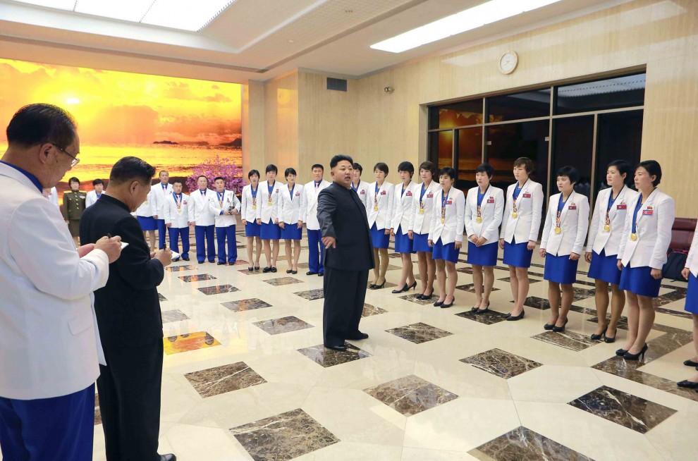 Corea del Nord: Kim Jon-Un e il mistero del bastone scomparso