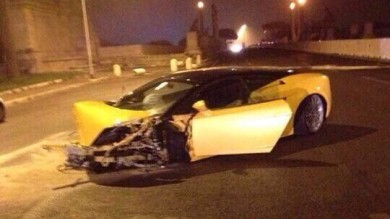 Roma, la notte brava del laziale Keita  Si schianta all'alba in Lamborghini: illeso