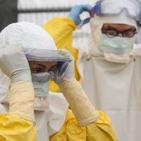 """Ebola, la Ue verso un """"coordinatore unico"""". Guarisce dottoressa norvegese"""