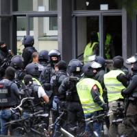 """Germania, allarme in un liceo di Colonia: """"C'è un uomo armato"""". Ma la polizia smentisce"""