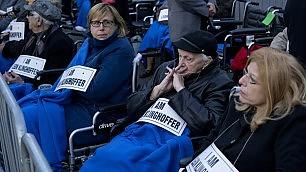 Achille Lauro: il caso Klinghoffer 400 in sedie a rotelle contro opera
