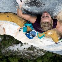 Braccia e piedi d'acciaio: un' arrampicata da brividi