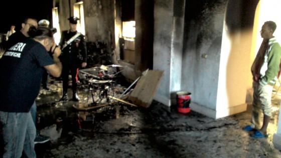 Bari, strage sfiorata in Casa dei rifugiati nigeriano appicca rogo: nessuna vittima