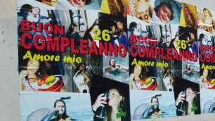 ''Buon compleanno, amore'' I manifesti in tutta la città