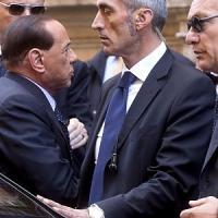 Berlusconi boccia il premio di lista voluto da Renzi. Poi smentisce
