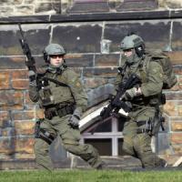 Canada, uomo armato entra in Parlamento, in salvo il Primo ministro