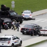 Canada, spari in Parlamento: caccia agli assalitori