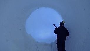 Case di ghiaccio e neve le creazioni di Luca al Polo Nord