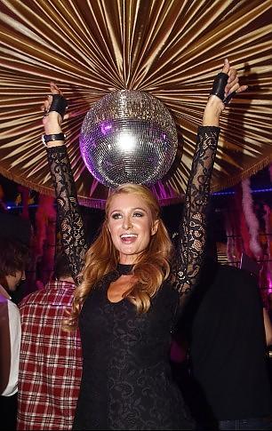 Paris Hilton dj per una sera, il guadagno è a sei zeri