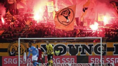 Napoli ko  con lo Young Boys    assalto ultrà a pullman squadra    video    Caos Inter , Moratti se ne va