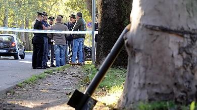 Milano, sotto il ponte spunta  un razzo abbandonato -  le immagini
