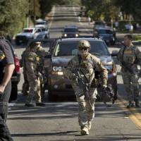 California, due agenti uccisi da coppia armata di fucili d'assalto. Catturati