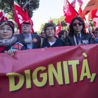 """La Cgil in piazza contro il Jobs Act. Sciopero generale, Camusso: """"Avanti con tutte le..."""