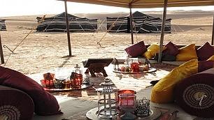 Accampamento a cinque stelle Tende extra lusso nel deserto
