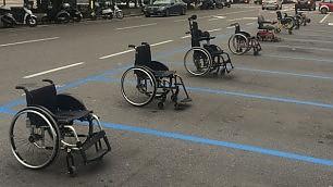 """""""Torno subito"""": i disabili occupano per protesta i posti auto"""