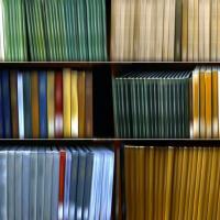 Multicolor e sfocate: le librerie sono astratte