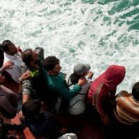 """Migranti, Londra boccia Frontex: """"I soccorsi favoriscono viaggi, non partecipiamo"""""""