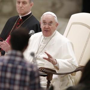 """Il Papa ai movimenti popolari: """"Terra, casa, lavoro: continuate la vostra lotta"""""""