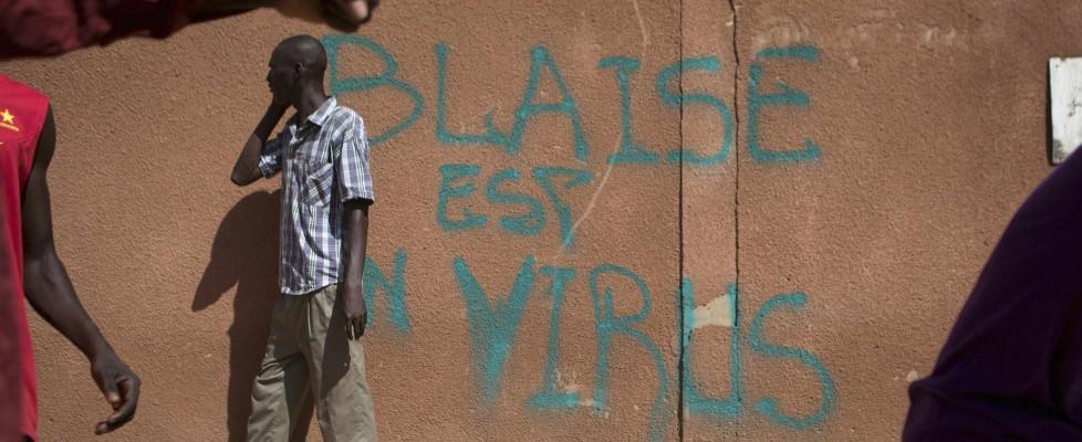 Burkina Faso, un milione in piazza contro il presidente: scontri con la polizia