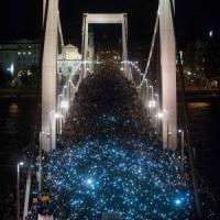 Ungheria, non si ferma la protesta contro la tassa su internet