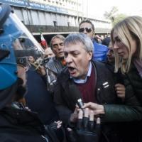 """Cariche Ast, Landini: """"Vergogna, picchiati senza motivo"""". Il Viminale apre un'inchiesta"""