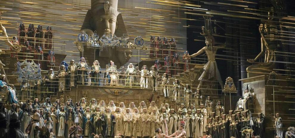 """Zeffirelli contro la Scala """"Fa spettacoli pessimi e svende la mia Aida"""""""